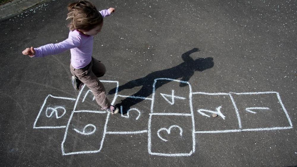 Giochi di una volta blog agenzia stella cadente for Cortile giochi per bambini