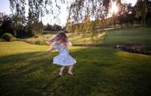 Togliere le macchie di terra dai vestiti - Agenzia Stella Cadente