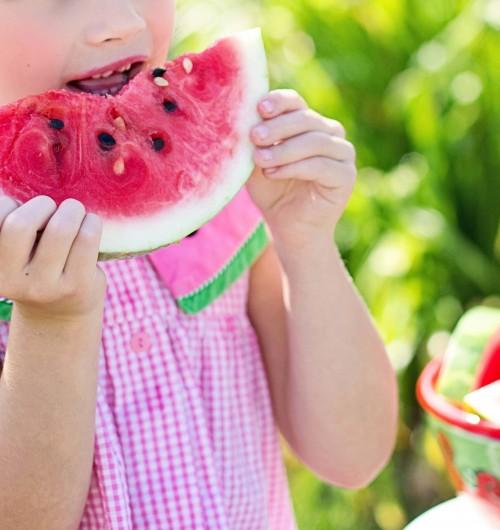Rimuovere le macchie di frutta dai vestiti